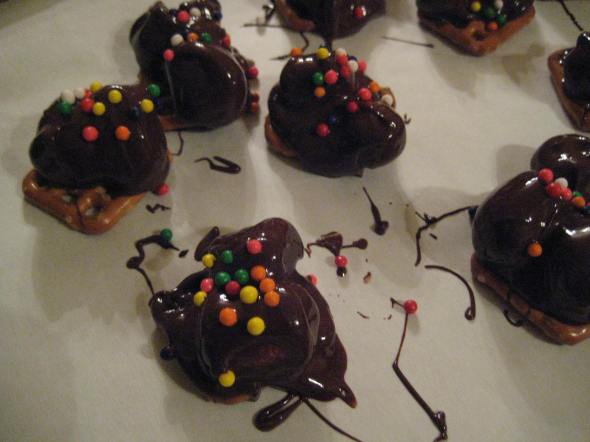 Chocolate Marshmallow Pretzel Bites