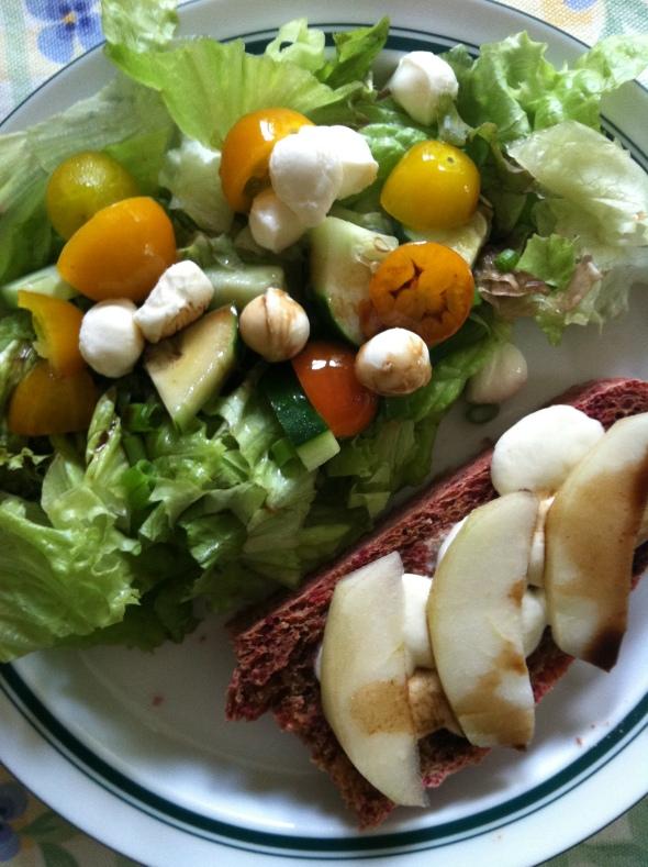 Beet bread toast and salad