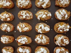 pear goat cheese crostini